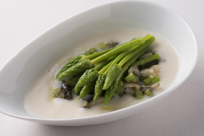 アスパラソバージュとバイ貝 アスパラのスープ