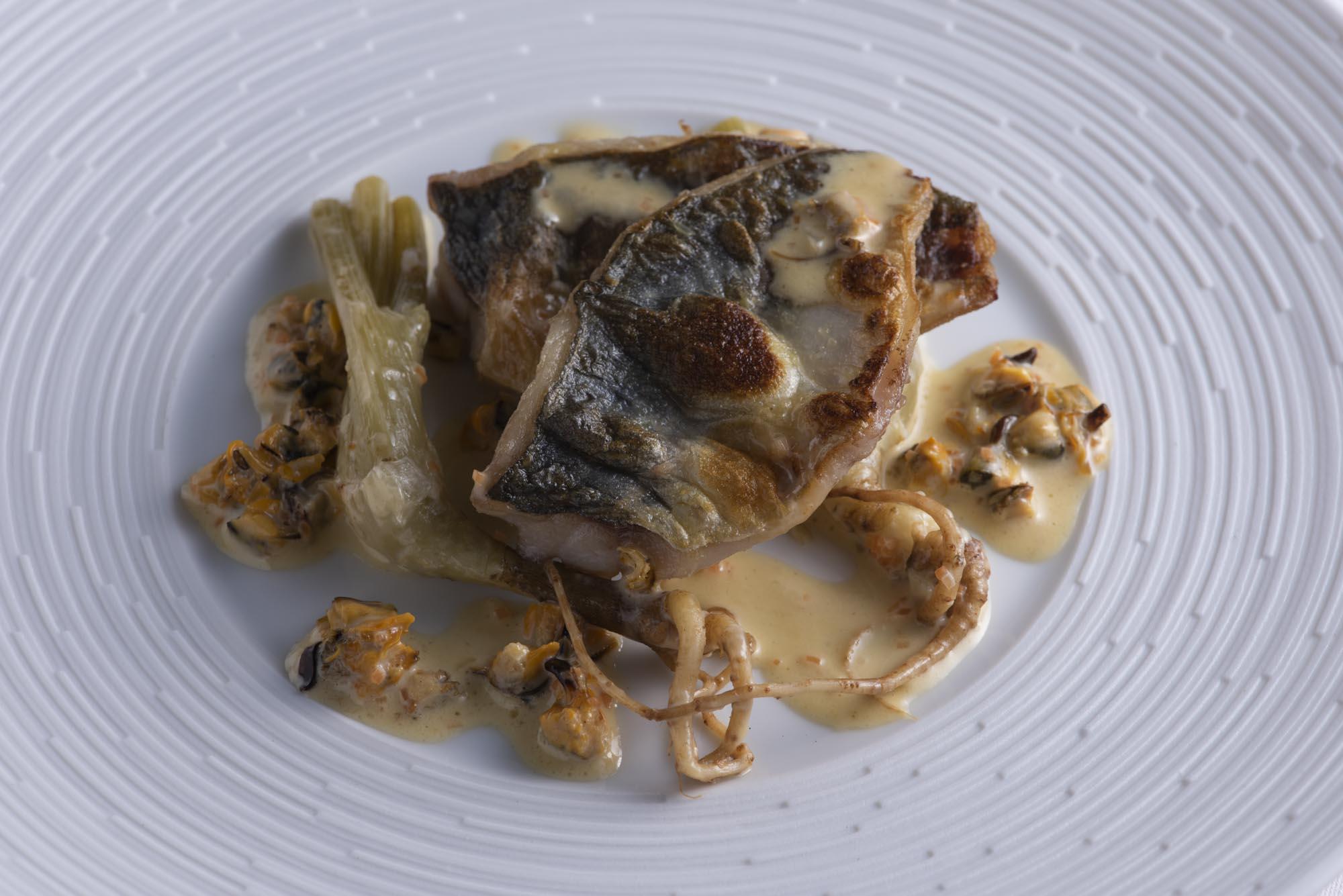 アジとフェンネル、ムール貝のクリームソース