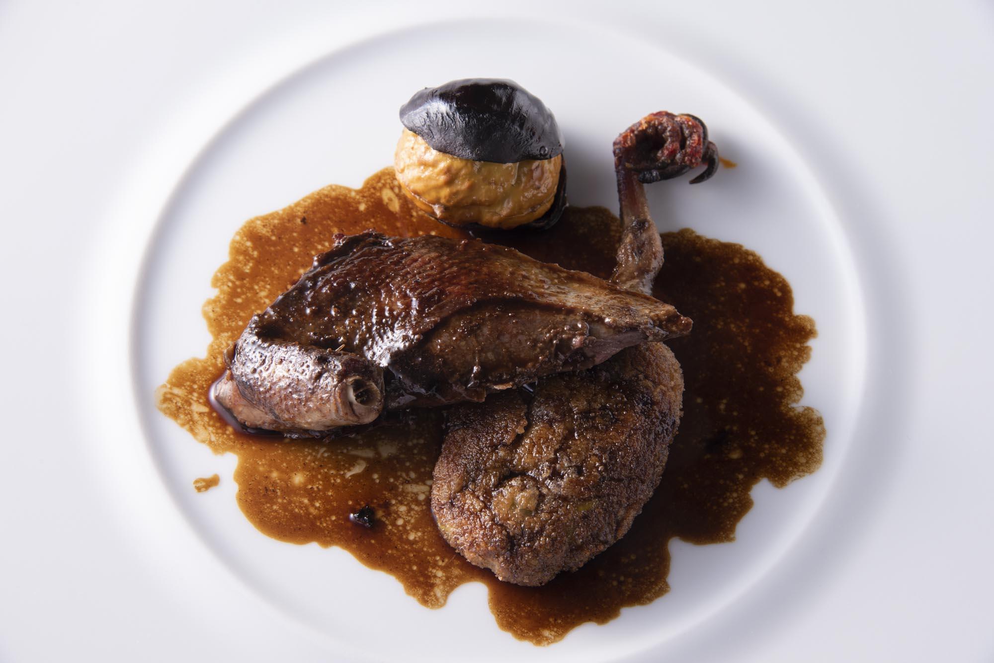 野生山鳩の胸肉のロースト、モモ肉のコロッケとポロタン