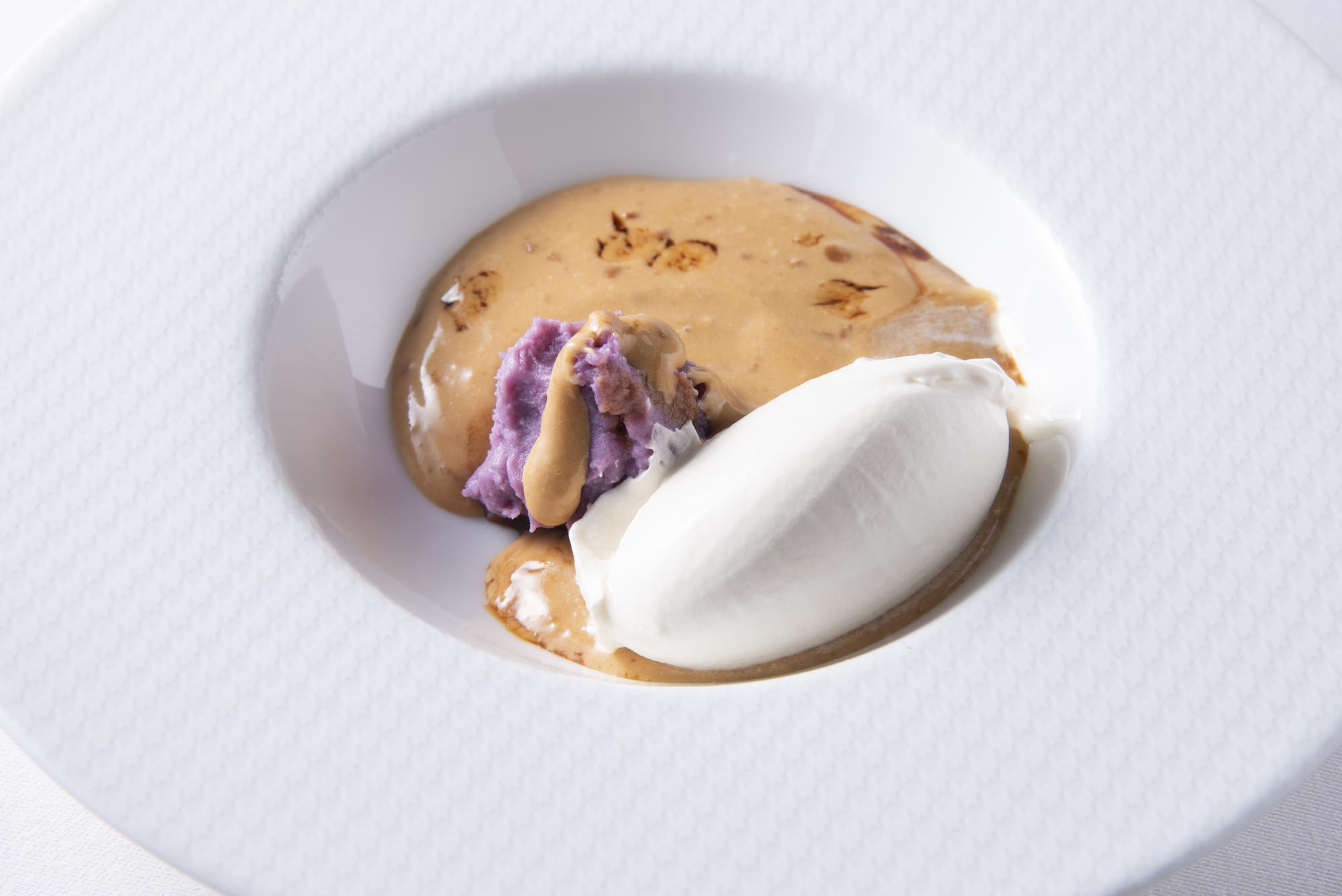 蜂蜜アイス、カラメルクリーム、塩味の紫芋
