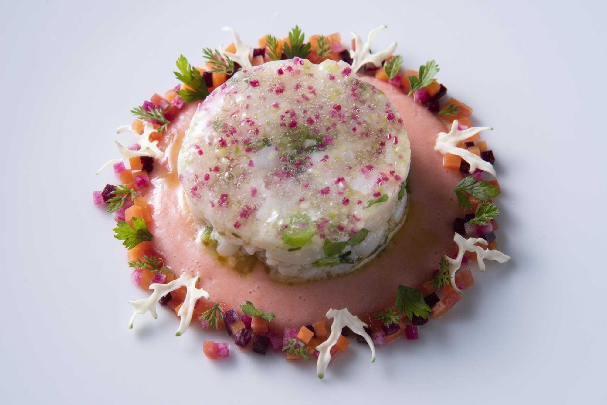 イタヤ貝の海藻ジュレ 甲殻ソース